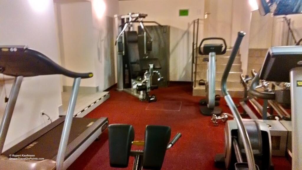 BER artotel Gym