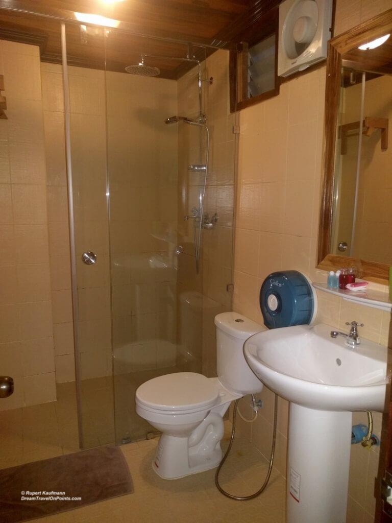 LAO Villa Oudomlith LPB Bath