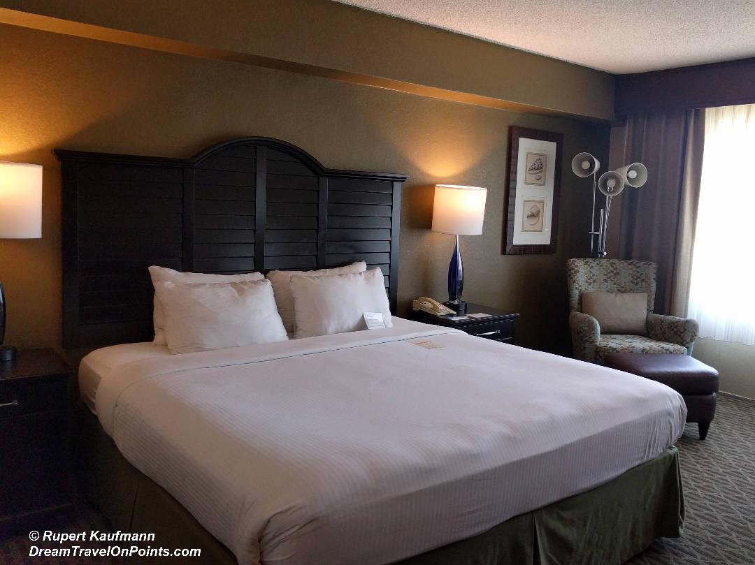 CAL WyndhamStMonica Bed1