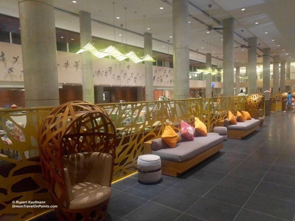 bal-hiltongardeninn-dps-lobby