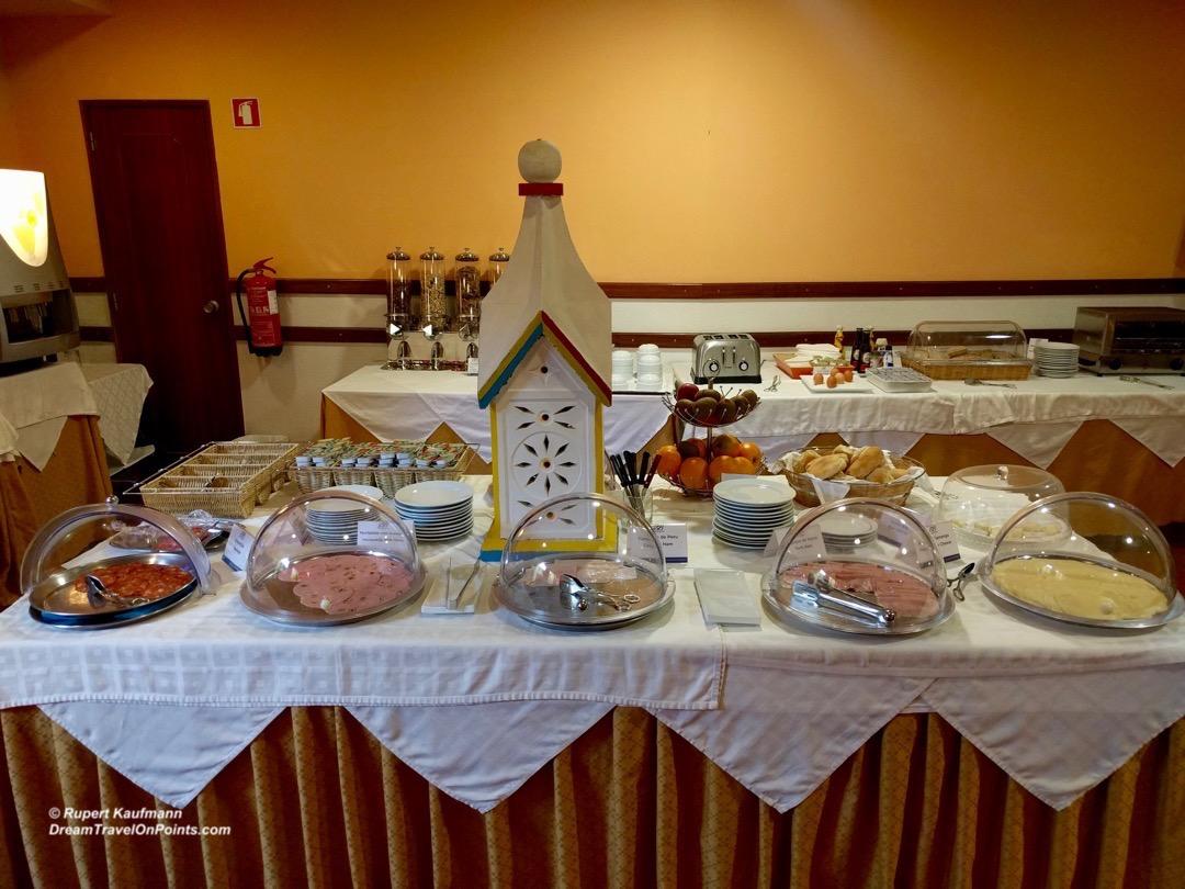 por-bw-faro-buffet