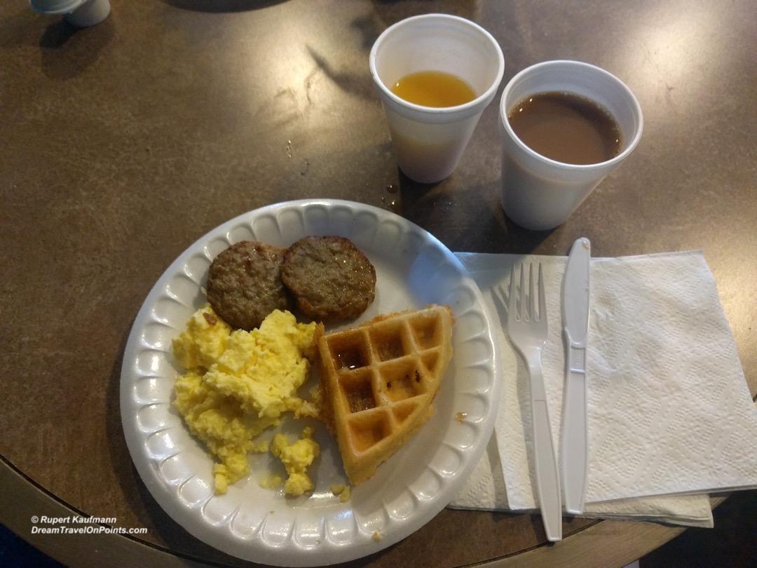 cal-rodewayinn-laketahoe-breakfast