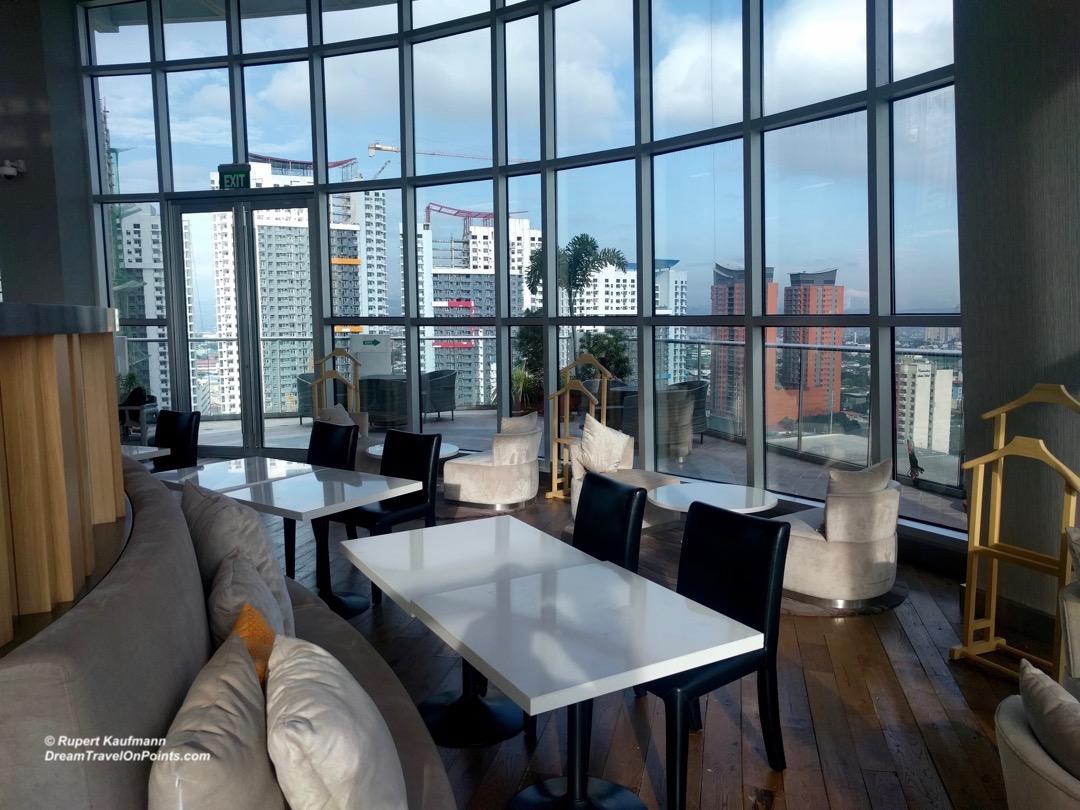 mnl-novotel-araneta-lounge1