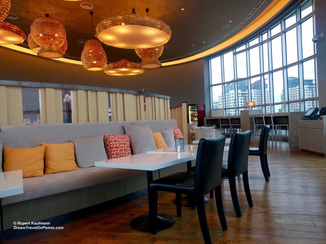 mnl-novotel-araneta-lounge2
