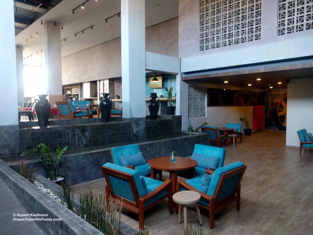 bal-ibis-legianstreet-lobby