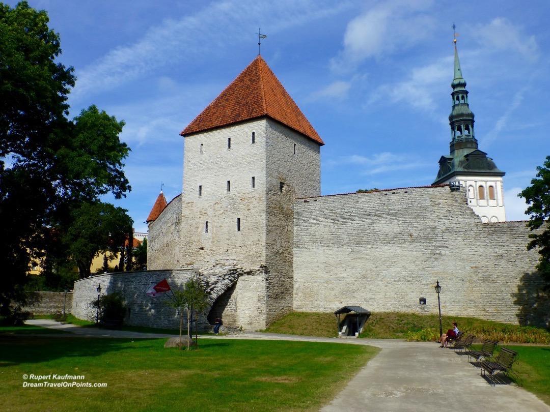 tal19-castel-wall-n-tower
