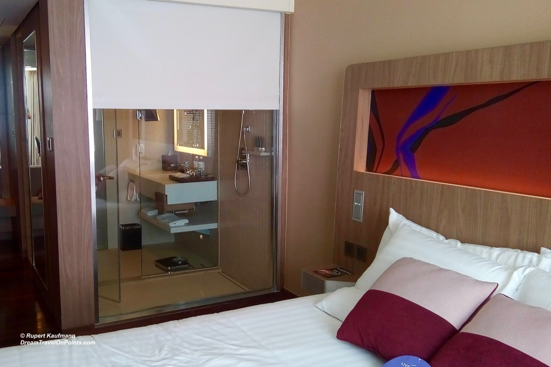 BKK Novotel S20 bed bath