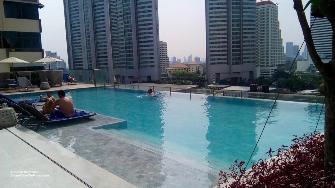 BKK Novotel S20 pool