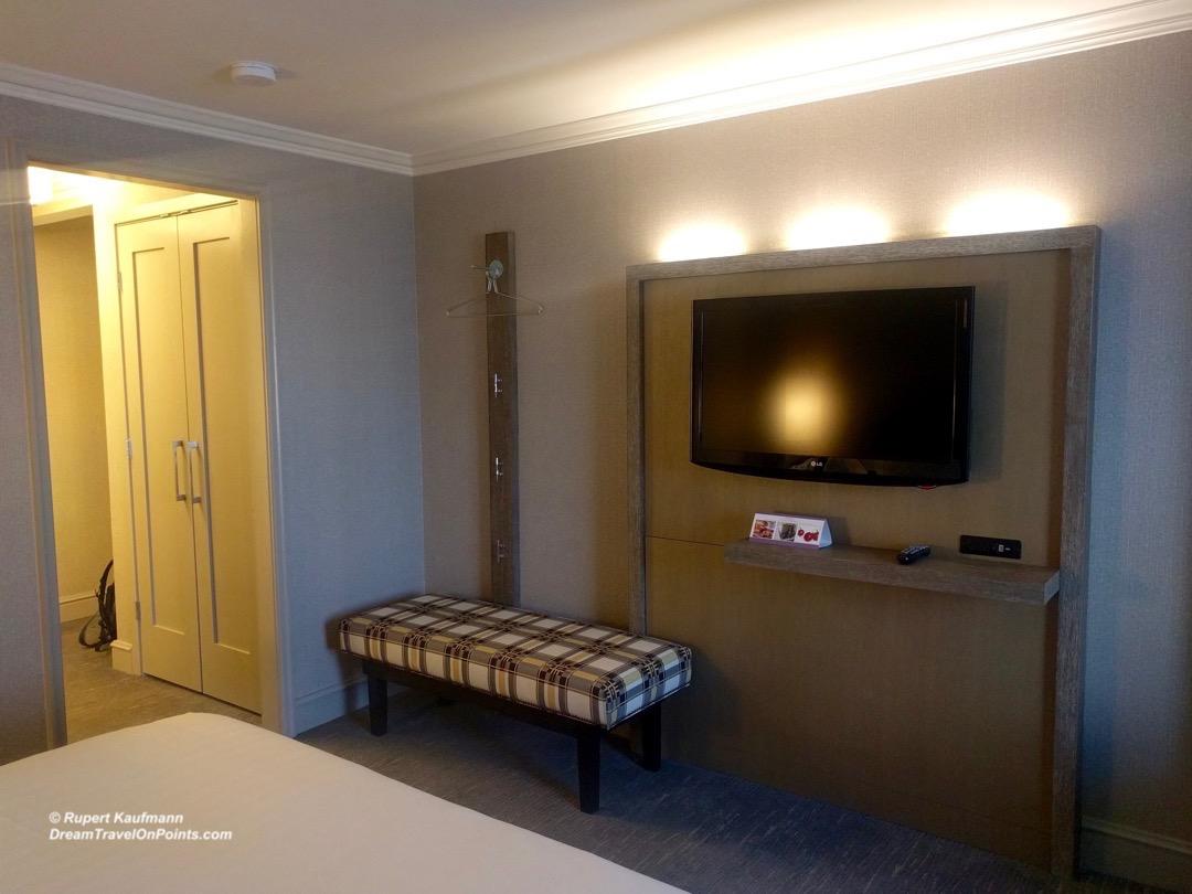 BOS Hyatt Regency Boston bed3