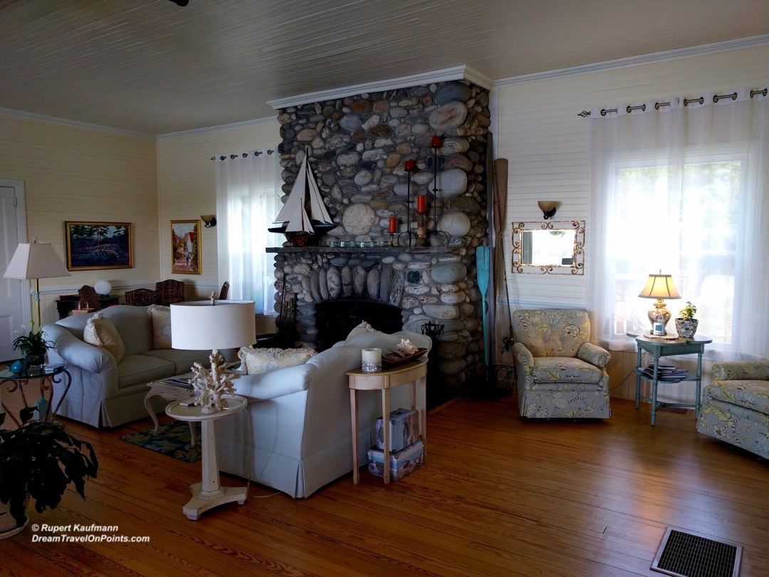 MNE GreyHavenInn Lounge