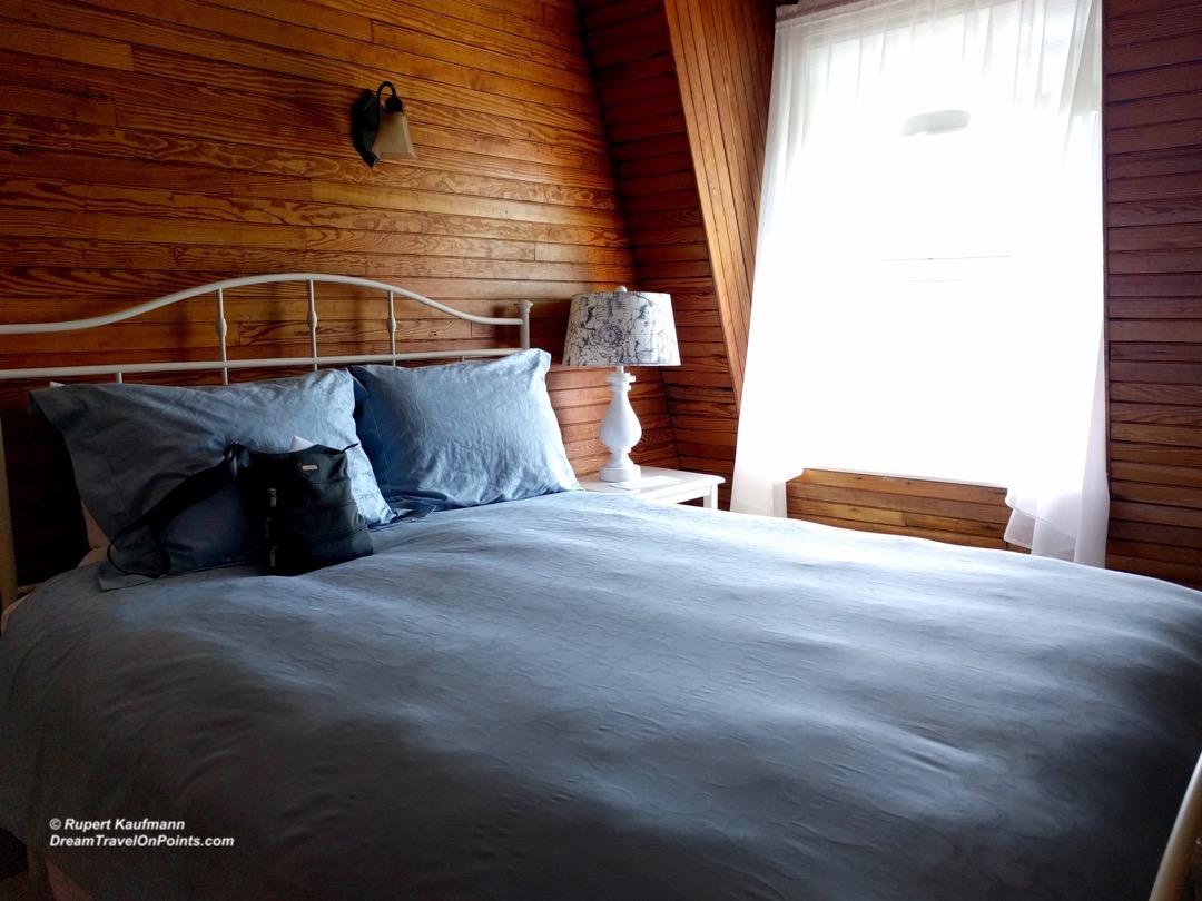 MNE GreyHavenInn bed1
