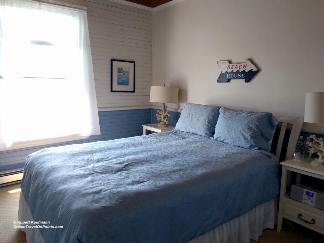 MNE GreyHavenInn bed2