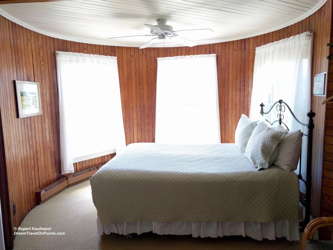MNE GreyHavenInn bed3