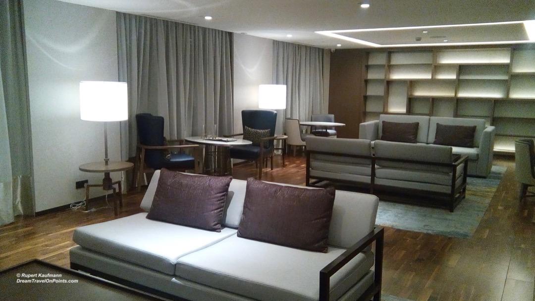 KK Hilton lounge2