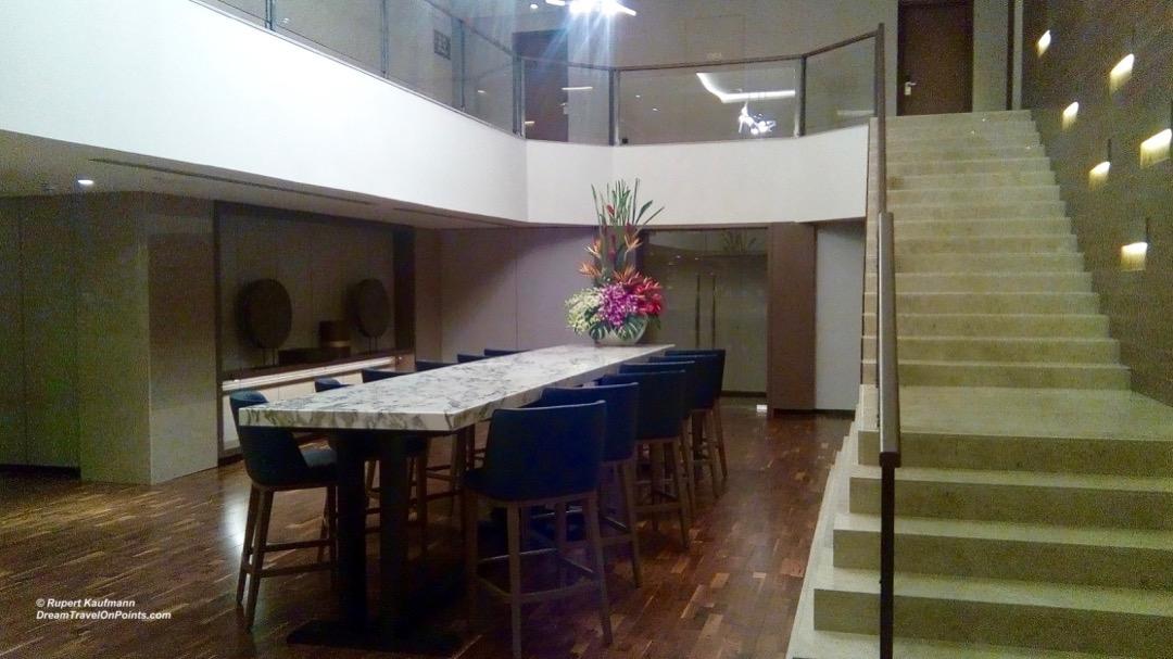 KK Hilton lounge3